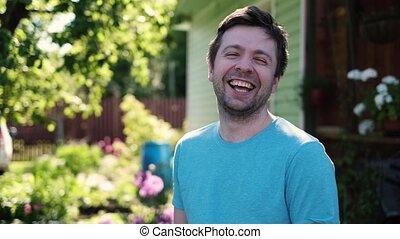 caucasien, rire, outdoor., jeune homme, beau