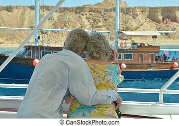 cavalcade, couple, personne agee, bateau, avoir