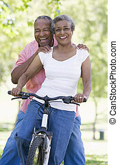 cavalcade, couple, personne agee, cycle