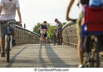 cavalcade, couple, vélos, jeune
