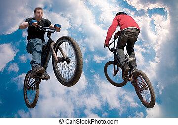 cavaleiro bicicleta, pulo alto