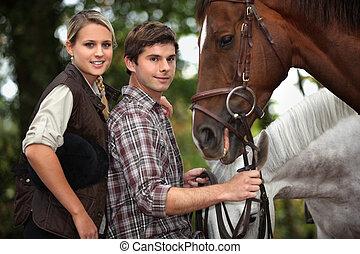 cavalos, par, estava pé, jovem