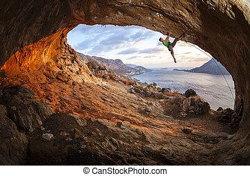 caverne, toit, escalade, long, alpiniste mâle