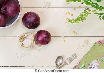 cebollas rojas, en, crema, plano de fondo