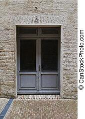 ceglany dom, z, lekki szary, drzwi