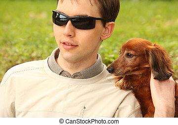 cego, homem jovem, com, dog-guide