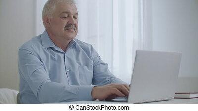 ceinture, étirage, bureau, problèmes, ordinateur portable, fatigué, délassant, fonctionnement, mains, santé, huméral, homme, jour, dos