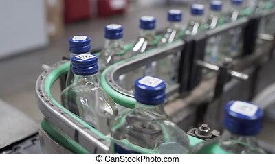 ceinture, alcoolique, distillerie, vodka, rang, bouteilles, beverages., convoyeur, embouteillage, production, ligne., usine, verre