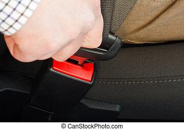 ceinture sécurité attache
