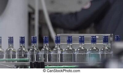 ceinture, vodka., fonctionnement, alcoolique, distillerie, beverages., bouteilles, ligne, embouteillage, convoyeur, production, ligne., machine, usine, verre