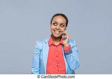 cel, vrouw zaak, ruimte, businesswoman, nakomeling kijkend, telefoon, amerikaan, roepen, het spreken, afrikaan, glimlachen, meisje, kopie, smart, vrolijke