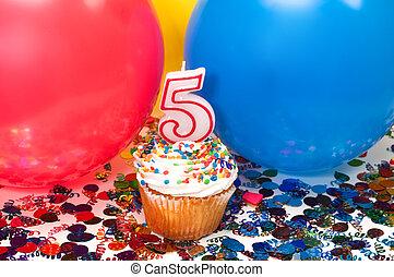 celebração, com, balões, confetti, e, cupcake
