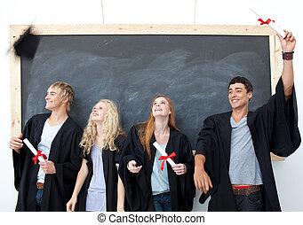 celebrando, após, grupo, graduação, pessoas