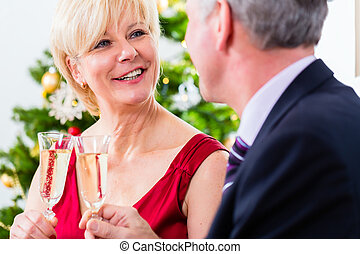 celebrando, par, champanhe, sênior, natal