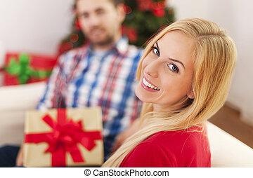celebrando, par, natal feliz, tempo