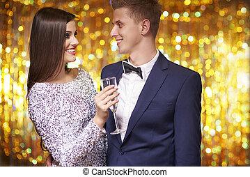 celebrando, par, véspera, anos novos