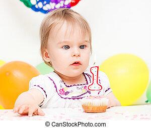 celebrando, pequeno, menina aniversário, primeiro