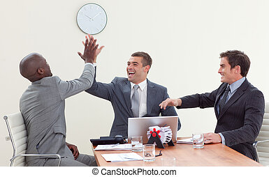celebrar, reunión, hombres de negocios, éxito