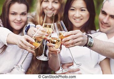 celebration., gens, tenir verres, de, champagne, confection, pain grillé, dehors