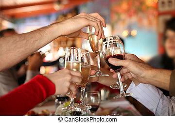 celebration., mains, tenue, les, verres champagne, et, vin,...