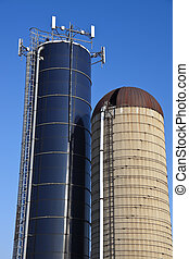Cell antennas mounted on the top of the silo