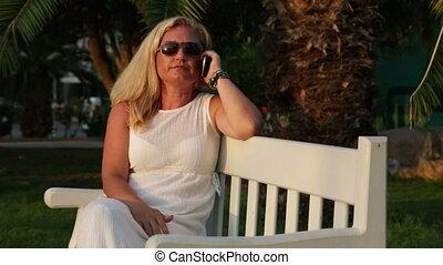 cellphone, femme, parc, utilisation