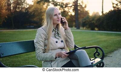 cellphone, femme, tablette, séance, parc, informatique, bench.