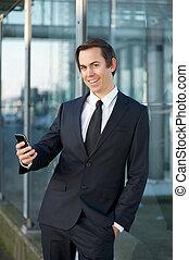 cellphone, glimlachende mens, zakelijk, buitenshuis
