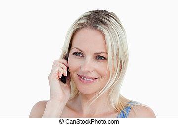 cellphone, jej, używając, uśmiechnięta kobieta, blondynka