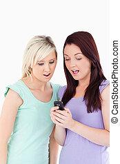 cellphone, jeunes femmes, portrait