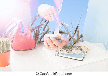 cellphone, kobieta handlowa, podwójny, urlop, kredyt, używając, karta, ekspozycja