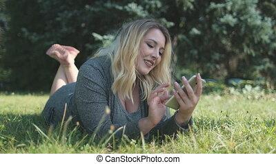 cellphone, leugen, wei, natuur, blik, meisje, jonge