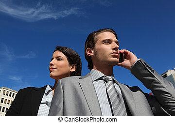 cellphone, para zewnątrz, handlowy, używając