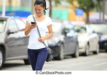cellphone, uso, donna, lei, giovane, asiatico