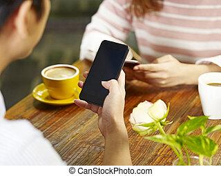 cellphones, vrouw zitten, jonge, gezicht, spelend, man