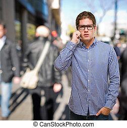 cellula, usando, uomo, giovane, telefono