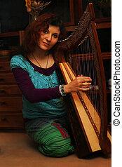 celta, mulher, ethno, jovem, costume., tocando, harpa
