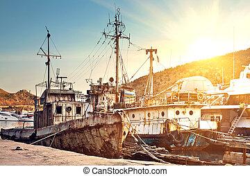 Cemetery rusty ships - Rusty boats at the marina in the bay