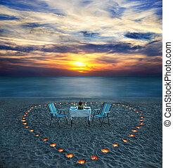 cena romántica, en, mar, playa, con, velas