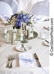 cenar mesa, conjunto, para, un, boda, o, corporativo, acontecimiento