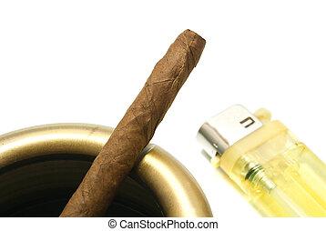 cendrier, briquet, cigarillo