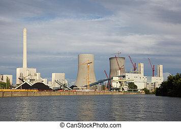 central nuclear, en, el, orilladel río