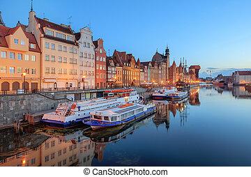 central, quay, de, gdansk, em, crepúsculo, polônia