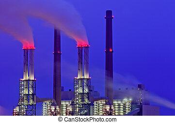 centrale électrique, cheminées, soir