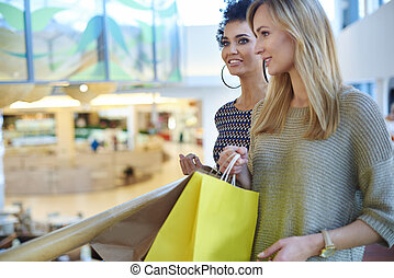 centre commercial, achats, deux femmes
