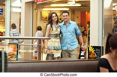 centre commercial, couple, jeune, amusement, avoir, beau