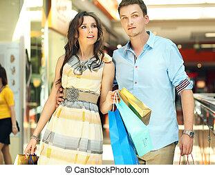 centre commercial, couple, jeune, amusement, avoir