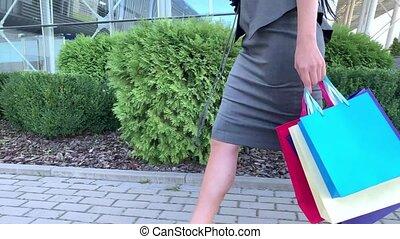 centre commercial, elle, tenue, vacances, sacs, femme, vendredi, noir, shopping., shooping, coloré