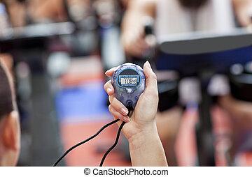 centre, entraîneur, femme, tenue, sport, gros plan, chronomètre