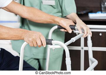 centre, malade, rehab, tenant mains, marcheur, infirmière